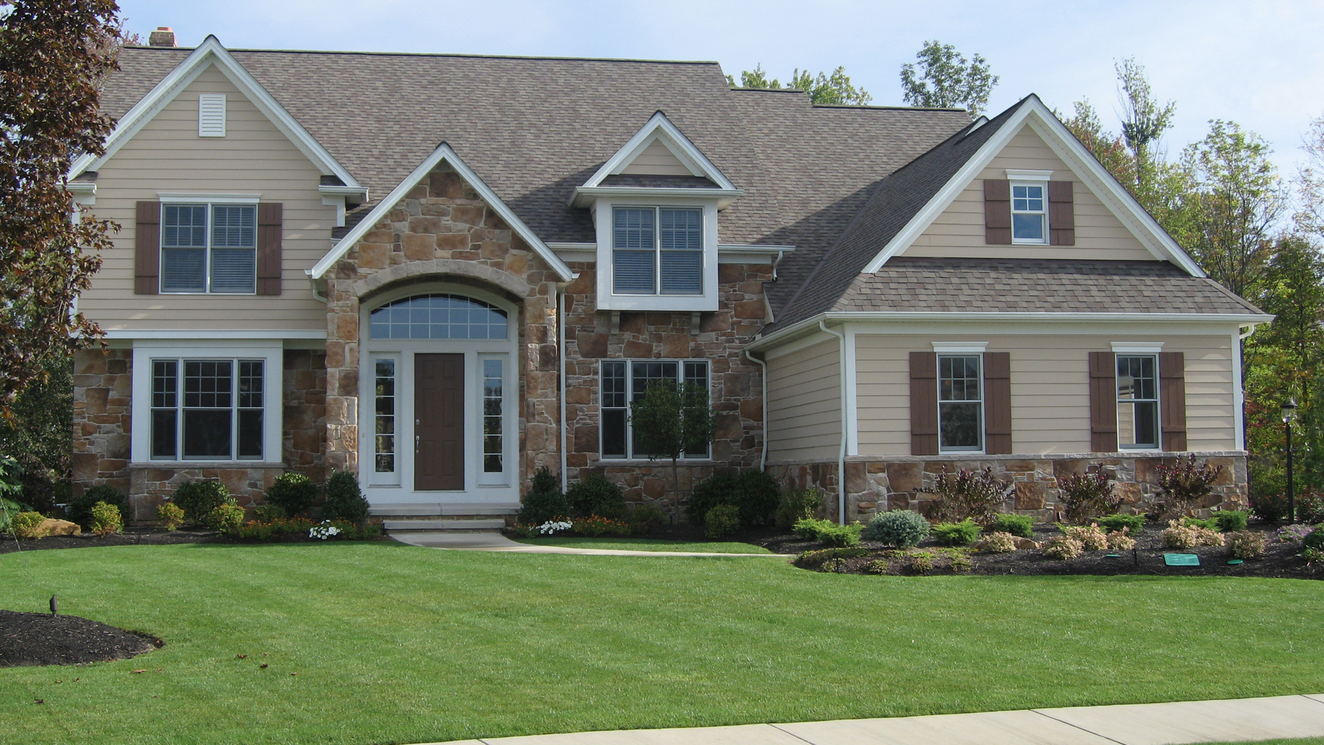 SIMCON HOMES HAS BEEN A QUALITY HOME BUILDER IN CLEVELAND FOR OVER 40 YEARS.